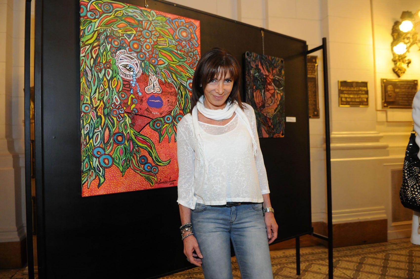 La artista plástica Susana Levin presentó su muestra de pinturas Miradas en la Legislatura de Santa Fe.