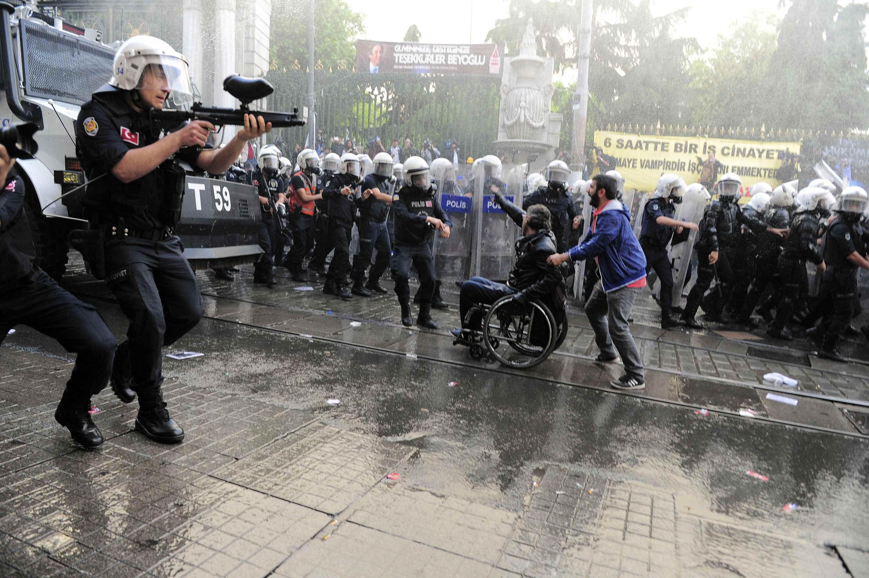 Protestas en Turquía tras explotar una mina y provocar 274 muertes