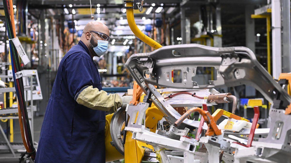 La industria automotriz proyecta fabricar 450.000 unidades en 2021