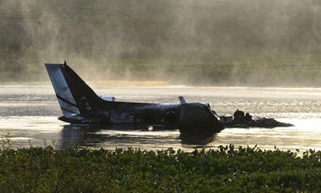 El avión cayó poco después de despegar del aeropuerto de Laguna del Sauce