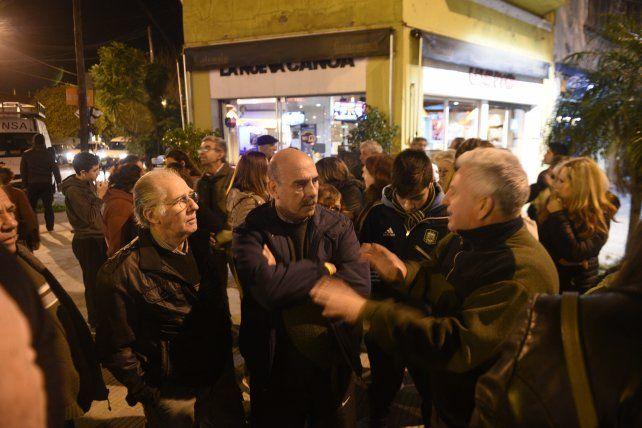 Reclamo. Vecinos se reunieron en avenida Alberdi y Gorriti para exigir un reordenamiento del tránsito.