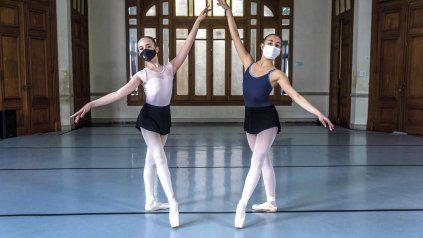 Alumnas de la escuela de arte de Rosario Koi Ballet