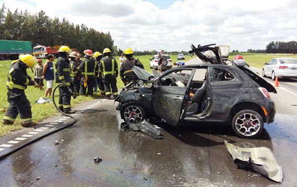 Fiat 500. El auto quedó destrozado y el camión