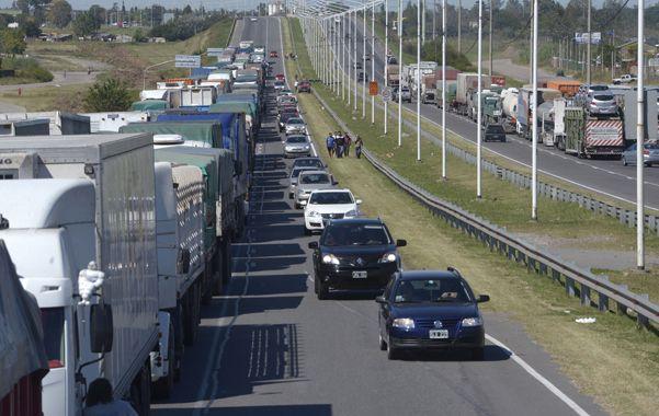 El transporte se paralizó por la huelga. En Circunvalación y Presidente Perón se concentró casi un millar de camiones. No se impidió el tránsito de vehículos particulares.