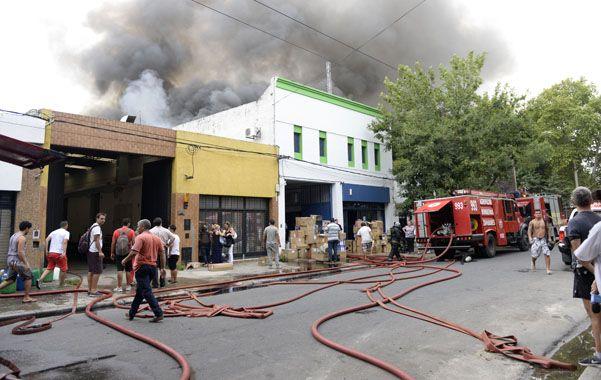 Trabajaron en el lugar seis dotaciones de bomberos.