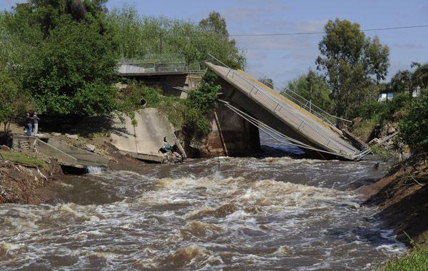 El puente sobre avenida San Martín se derrumbó el 30 de octubre a consecuencia del temporal del 21 y 22 de ese mes. Será reconstruido