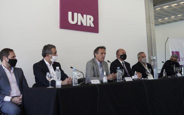 Firma de convenios de obras para las universidades de Rosario