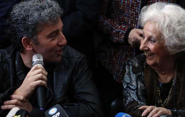 Encuentro. Ignacio Guido Montoya Carlotto junto a su abuela