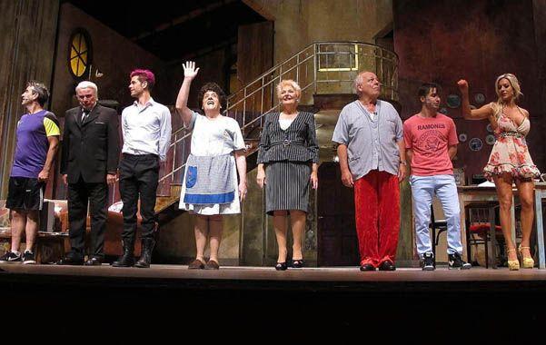 El actor (centro)
