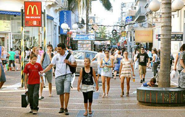 En la ciudad de Santa Fe la jornada es normal, salvo bancos, recolección y médicos