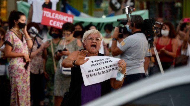 """Bajo la consigna """"Pidamos hoy seguridad para no tener que pedir mañana justicia"""" alrededor de 200 personas se reunieron en avenida Pellegrini el pasado 4 de febrero."""