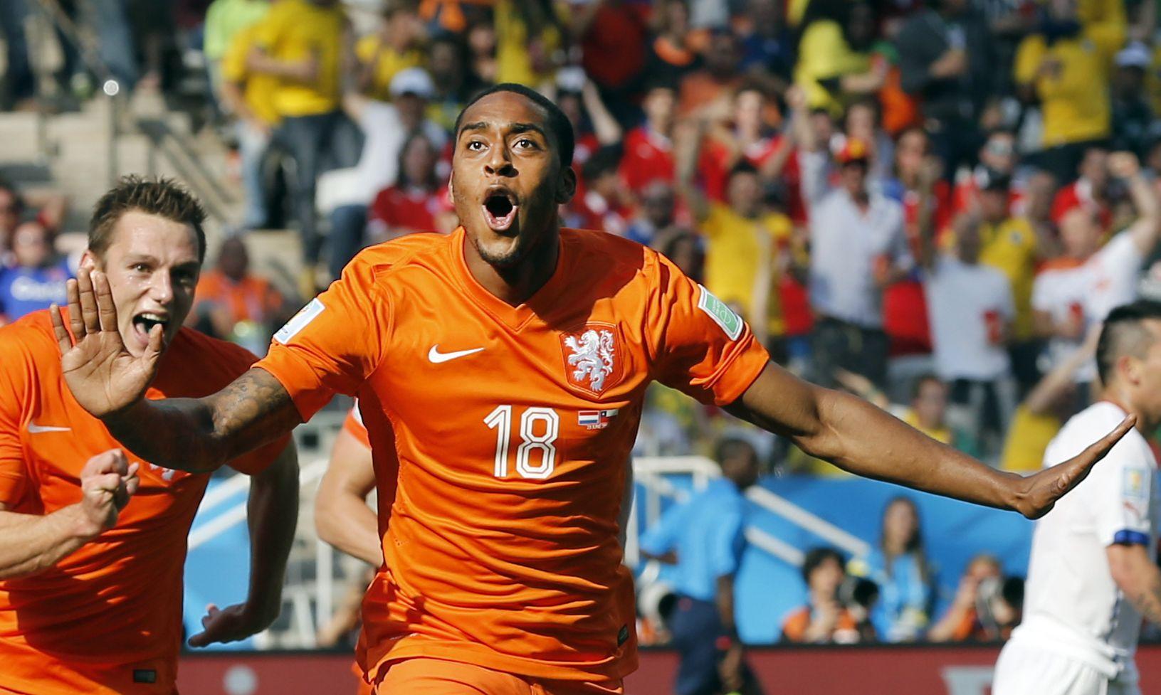 Holanda logró un triunfo por 2 a 0 ante Chile y consolidó su liderazgo en el Grupo B.