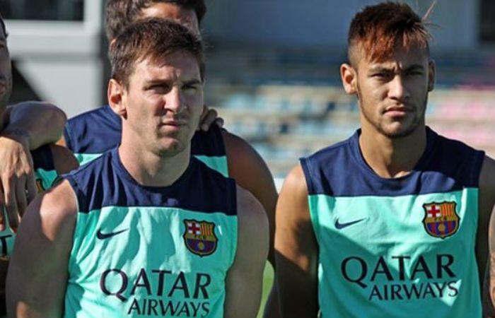 Messi sintió molestias ayer en los isquiotibiales y Neymar no llegaría al Mundial de Clubes.