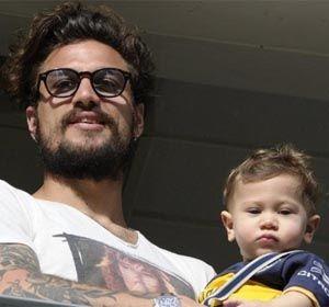 El ex delantero de Boca con su hijo Morrison