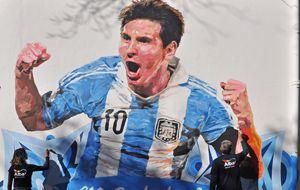 El mural de Messi forma parte de una trilogía que incluye a Neymar y Luis Suárez.