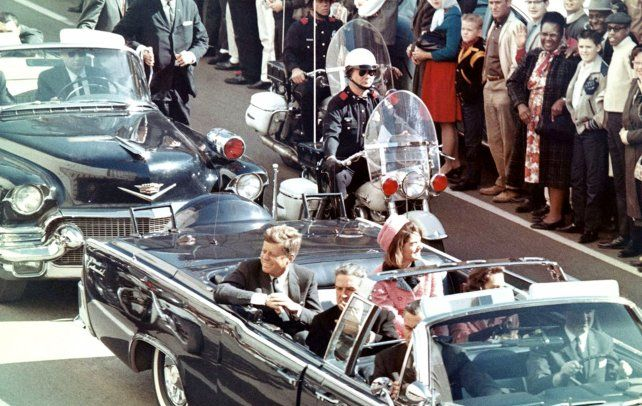 John Kennedy murió en un atentado en 1963, en Dallas.