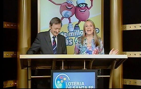 Los presentadores del sorteo anuncian los números ganadores el domingo pasado.