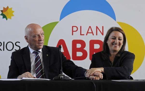 Acción conjunta. Antonio Bonfatti y Mónica Fein avanzaron ayer con iniciativas urbanísticas y sociales.
