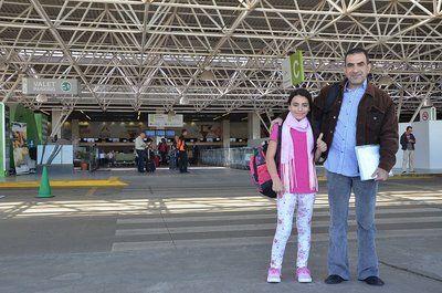 La refugiada siria Hanan Daqqah en su llegada a Brasilia. Hoy portó la antorcha olímpica..
