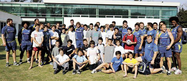 Distendidos. Los jugadores del seleccionado oceánico posaron para la foto antes de cumplir con ejercicios regenerativos en el Jockey Club. (Foto: C. Mutti Lovera)