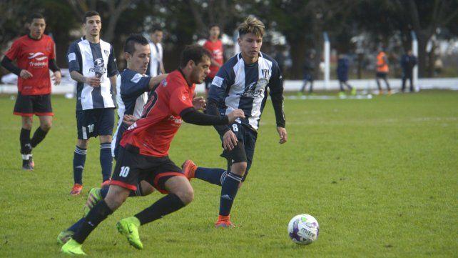 El derby alvarense: A partir de las 16 se disputará una nueva edición del clásico entre Unión y Sportivo en el estadio Angel Moscoloni.