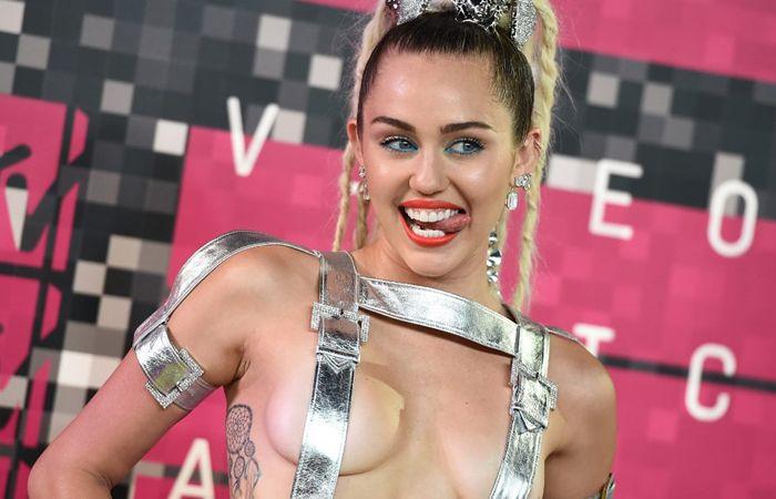 Miley planea dar un show desnuda junto a The Flaming Lips.