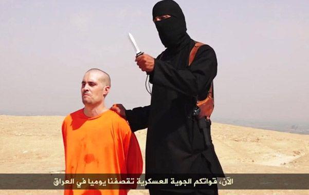 Sin piedad. Uno de los videos donde el terrorista británico degüella a un rehén occidental con su cuchillo.