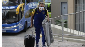 Miguel Angel Russo, ex DT de Central y actualmente en Boca, llega al hotel en San Juan para esperar la final de mañana ante Banfield.