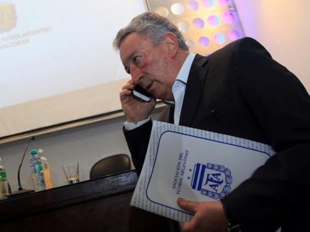 Teléfono. Luis Segura le dijo a Tinelli que irá por la presidencia de AFA.