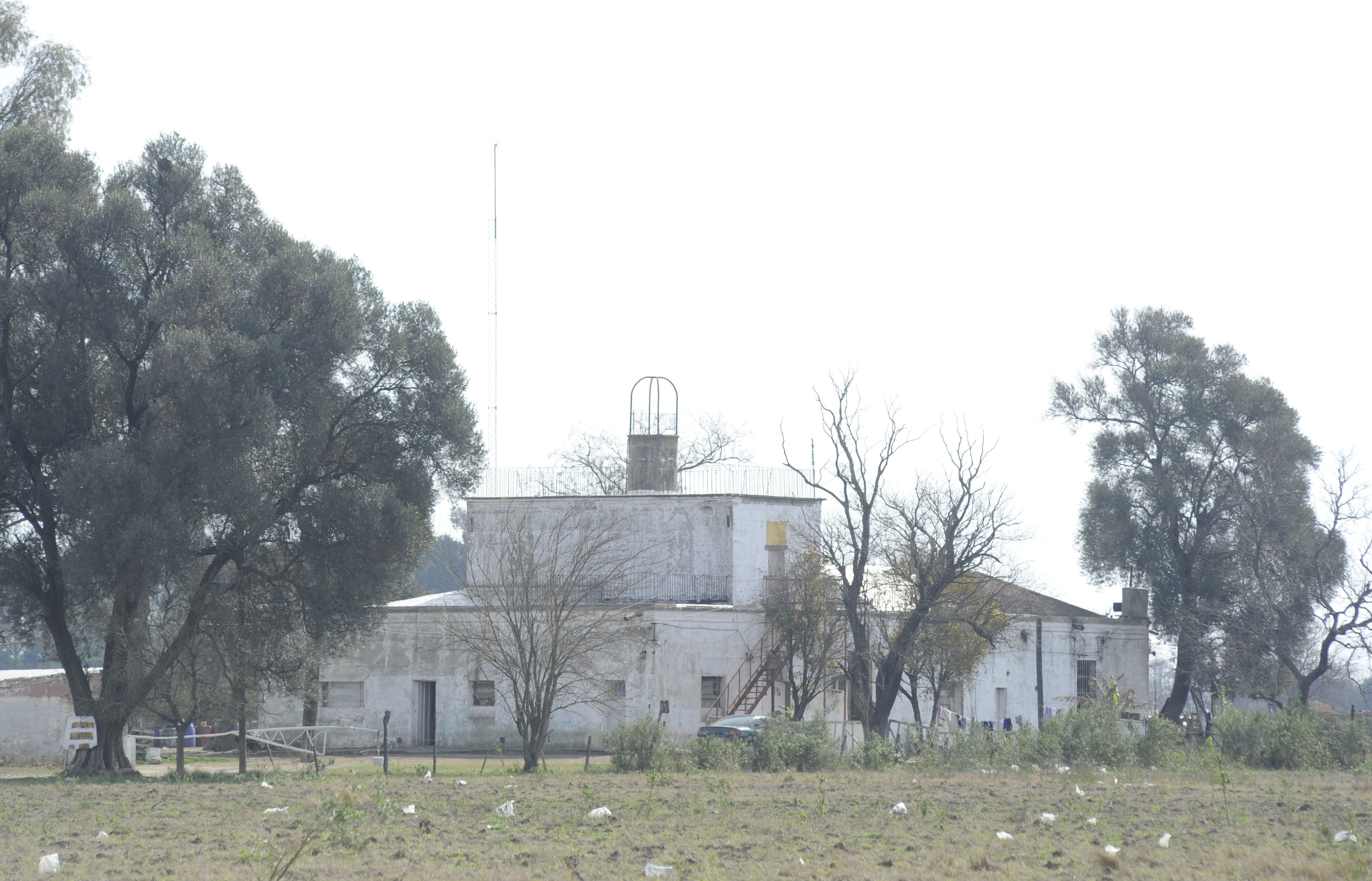 En ruinas. El predio de diez hectáreas conserva apenas el casco por donde se estima pasaron más de cien víctimas.