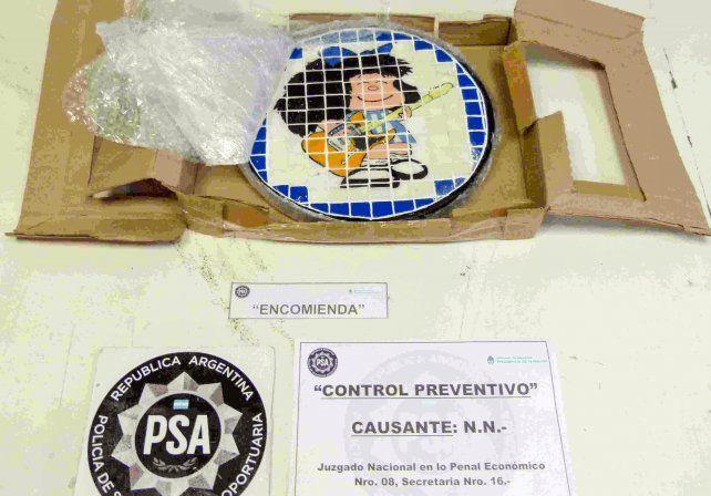 La imagen de Mafalda en uno de los platos artesanales incautados y que contenía cocaína.