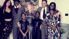 Todos unidos. Lourdes, David, Esther, Stella, Rocco y Mercy, todos los hijos de Madonna.