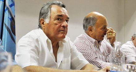 Barrionuevo apura a Moyano: Si no hace un paro tiene que irse