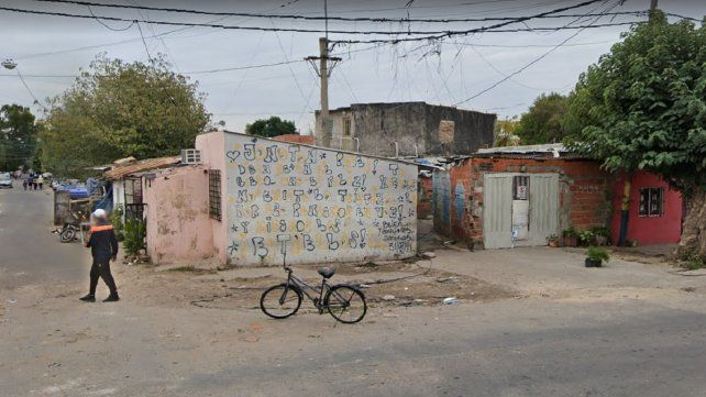 El ingreso del pasillo de Servando Bayo al 2100 donde fue atacada la madre del adolescente Kevin Nieri.