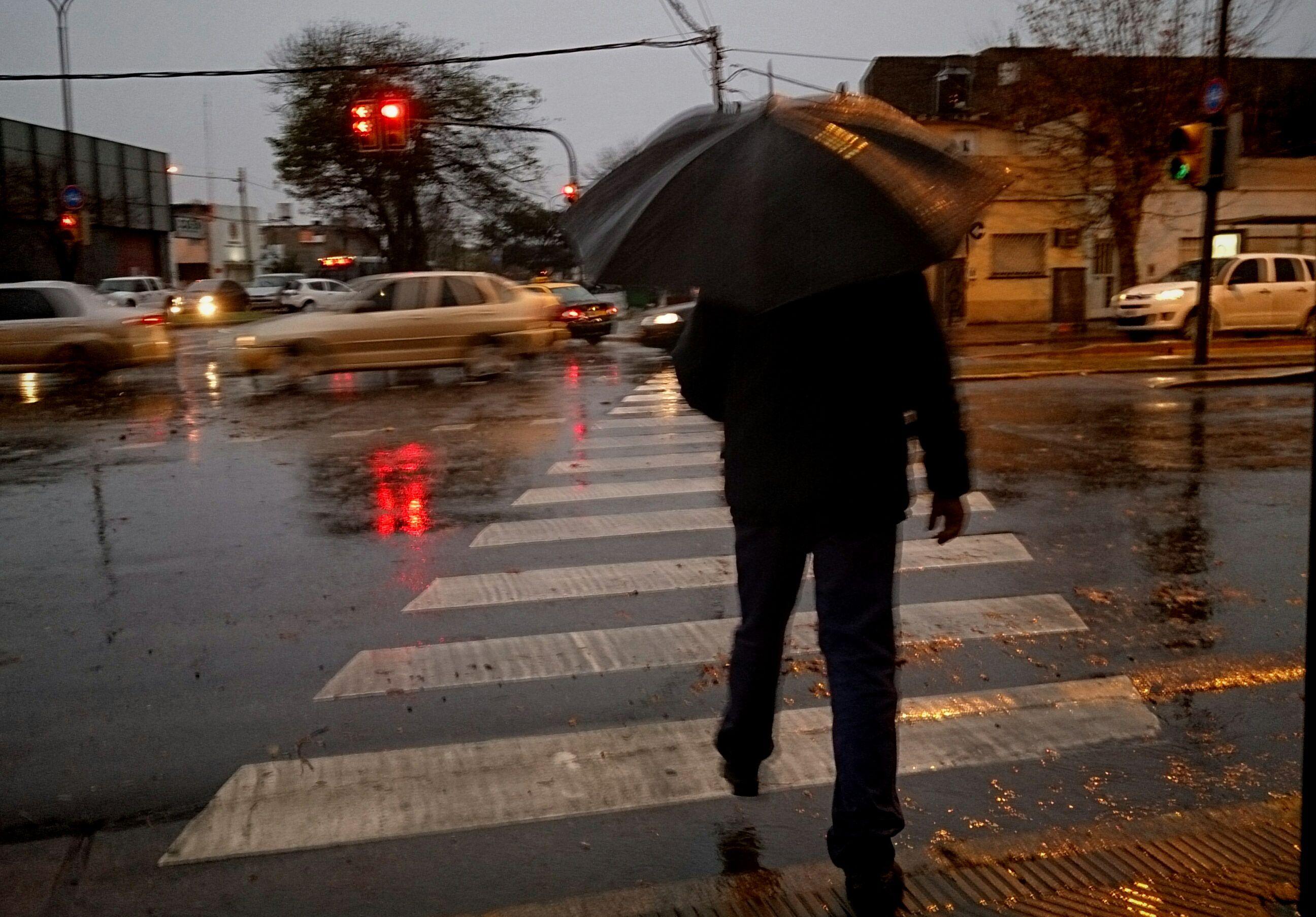 El tiempo inestable con altas probabilidades de lluvia reinará hoy en Rosario. (Foto de archivo)
