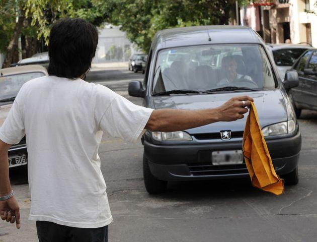 La iniciativa del municipio apunta a evitar abusos en el cobro por estacionar cerca de lugares de eventos masivos.