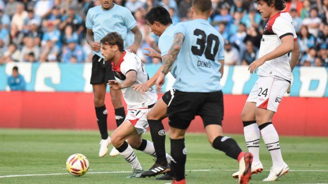 En Córdoba. Newells no pudo cortar la racha sin victorias contra Belgrano. Sólo empató.