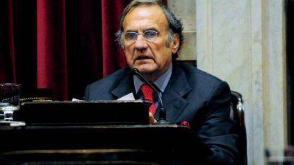 El senador Carlos Reutemann seguirá su tratamiento médico en un entro sanitario de Rosario.