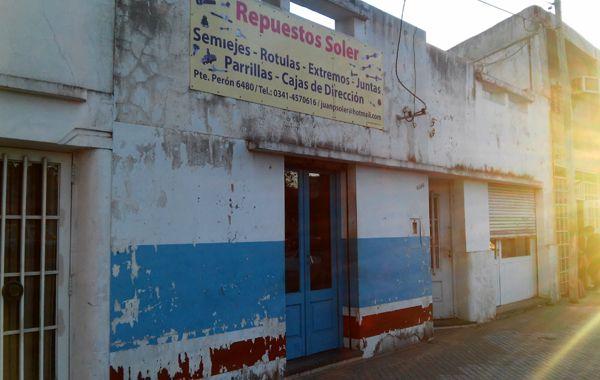 El local asaltado ayer en la avenida Presidente Perón. (Foto: Sebastián S. Meccia)