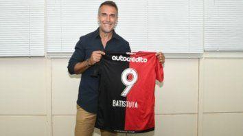 Gabriel Omar Batistuta puede ser un potencial entrenador de Newell's si es que Frank Kudelka no resiste en su cargo.