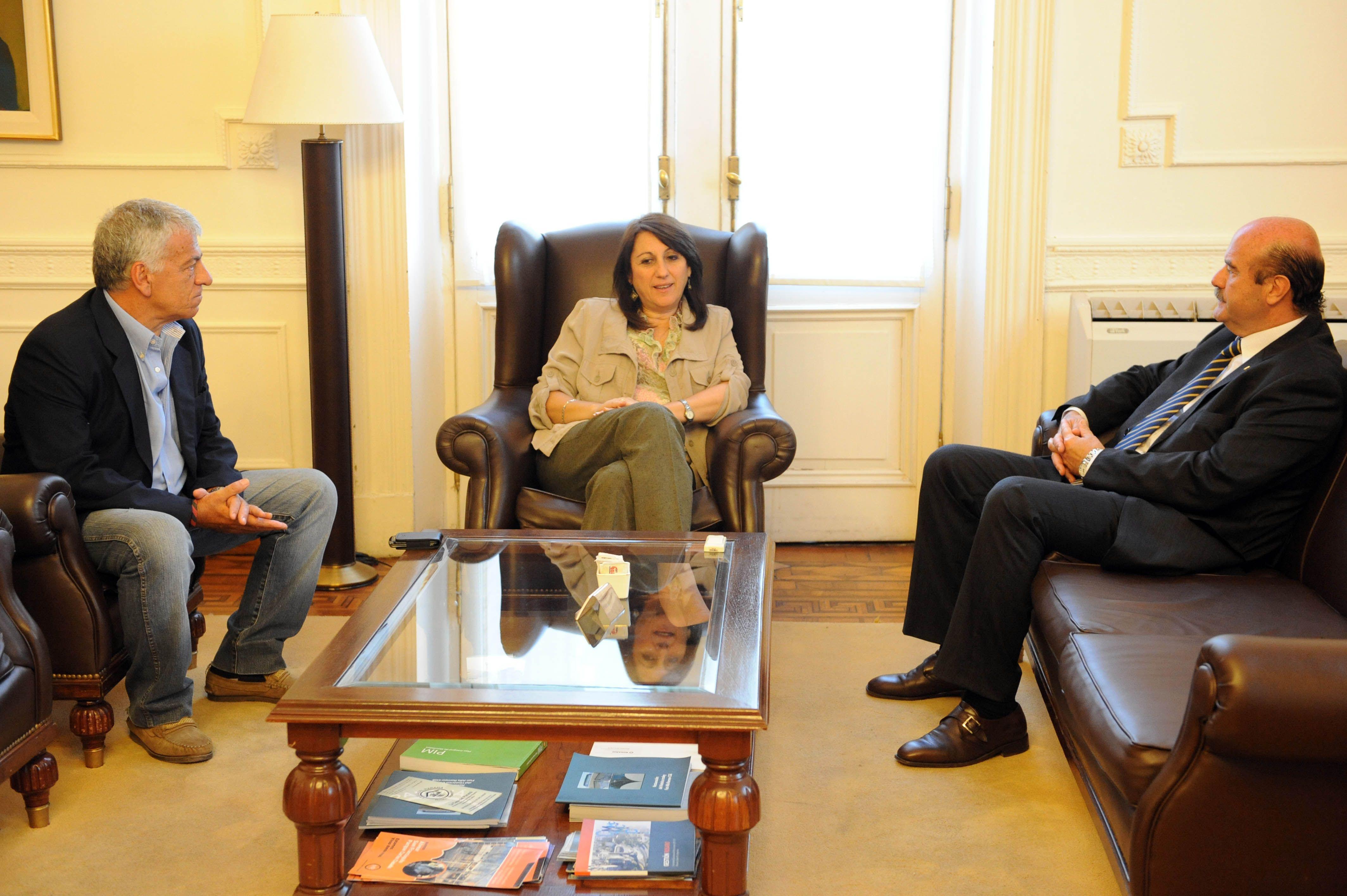 Fein habló con los presidentes de Newells y Central sobre convivencia ciudadana