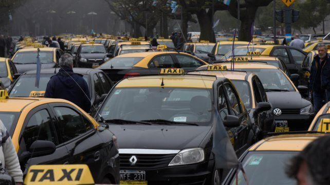 Taxistas rosarinos van a pedir al Concejo aumentar la tarifa un 15 por ciento antes de fin de año