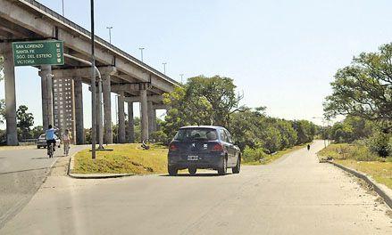 Insólito tour de un joven capturado por tres ladrones en su auto