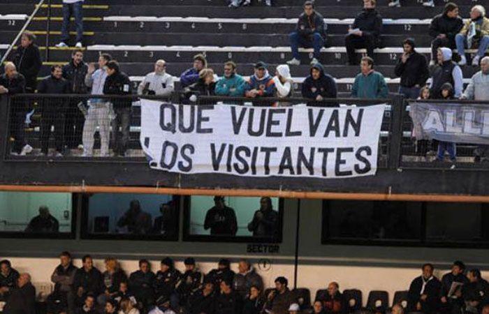 Las hinchadas visitantes estaban comenzando a volver progresivamente a los estadios.