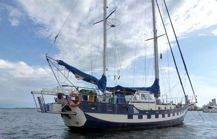 No hay noticias de tres argentinos que navegaban en un velero cerca del Triángulo de las Bermudas
