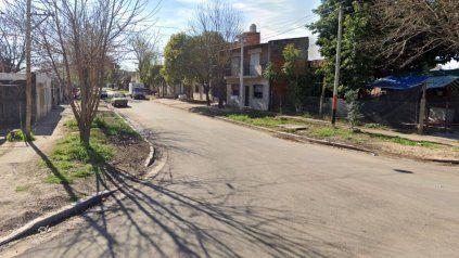 Zona oeste: asesinan a balazos desde un auto a un joven en una feroz balacera