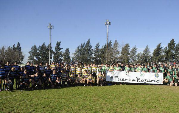 Fuerza Rosario. Los cuatro equipos semifinalistas posan con la bandera y se suman al dolor de los que sufrieron la tragedia ocurrida en calle Salta el martes pasado.