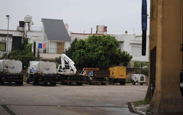 Las cubas de Aguas Santafesinas S.A (Assa) están siendo utilizadas para llevar agua a los barrios donde hay inconvenientes con la presión. (Foto: F. Guillén)