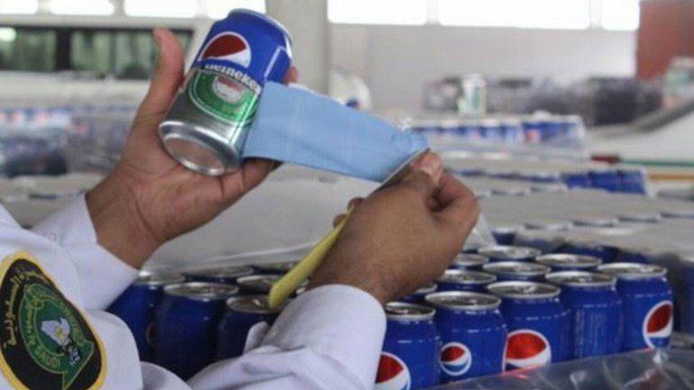Las latas de cerveza Heineken llegaron con etiquetas de la gaseosa Pepsi.