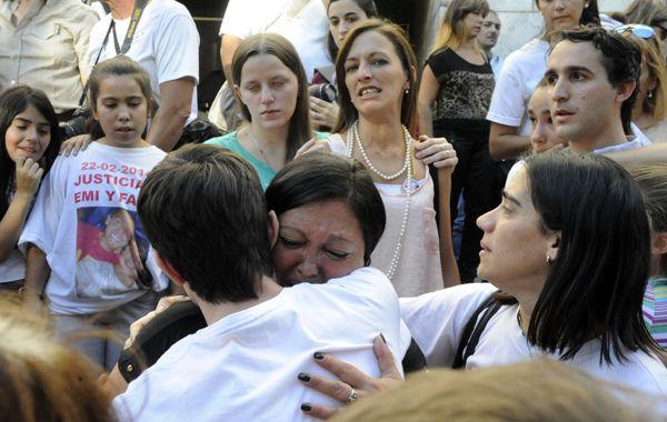 La madre de una de las víctimas llora tras escuchar la sentencia. (foto: Gustavo de los Ríos)